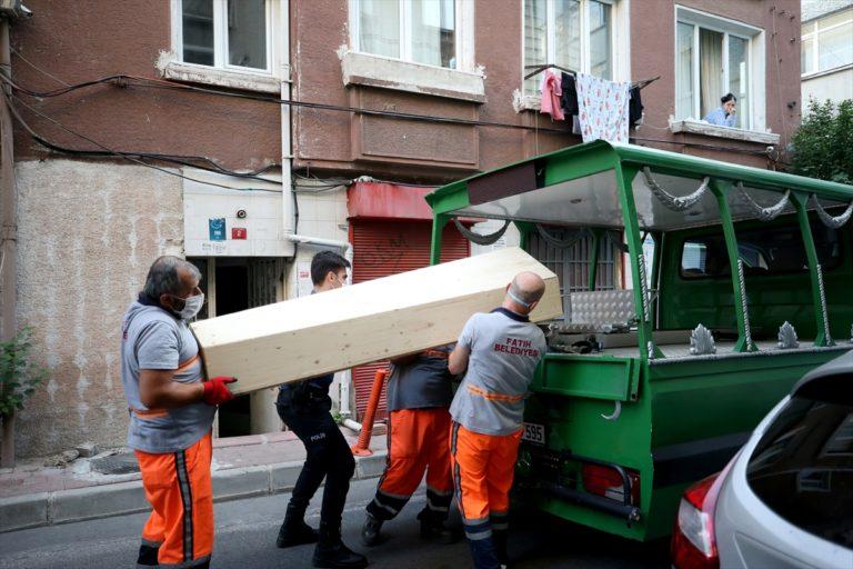 GÜNCELLEME – Fatih'te yabancı uyruklu genç kadın apartmanın merdivenlerinde ölü bulundu