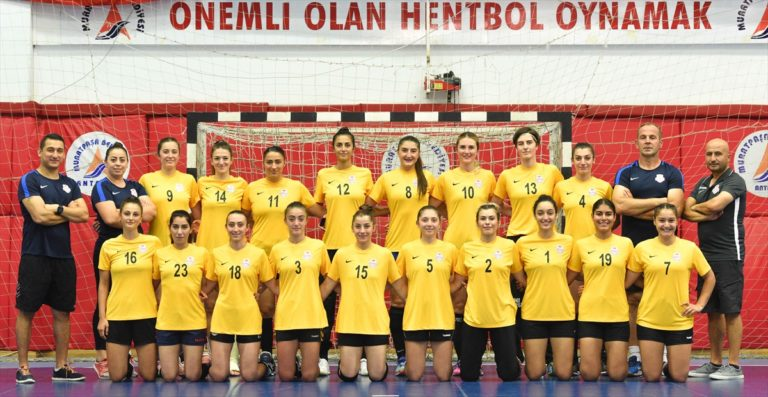 """Kadınlar Hentbol Süper Ligi'nde """"Antalya derbisi"""" heyecanı"""
