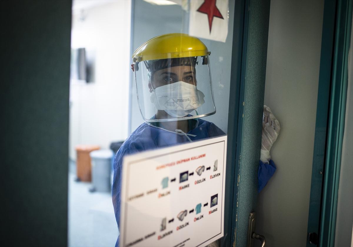 Kovid-19'u yenen Meltem hemşire şifa koşusu için yeniden görev başında
