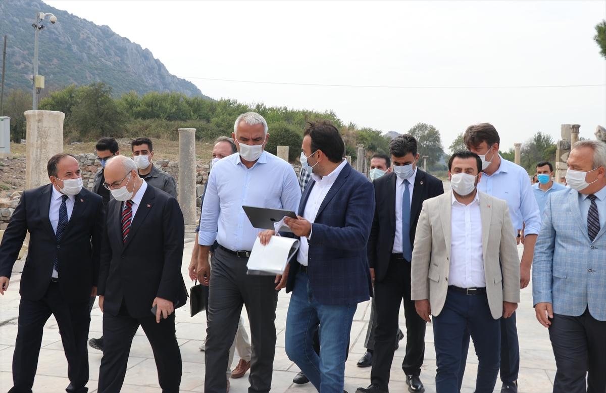 Kültür ve Turizm Bakanı Mehmet Nuri Ersoy, Efes Antik Kenti'nde incelemelerde bulundu
