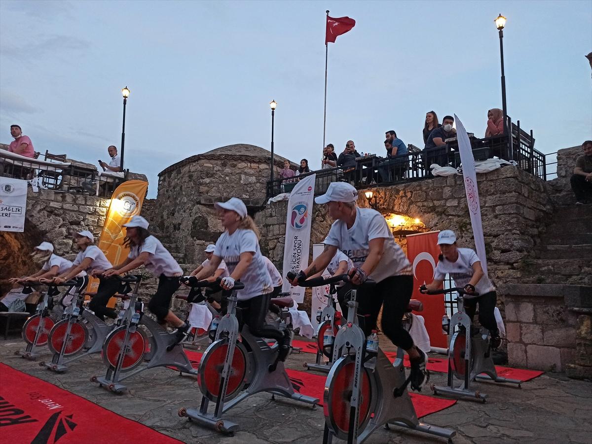 Tarihi Sinop Kalesi'nde spor etkinliği düzenlendi