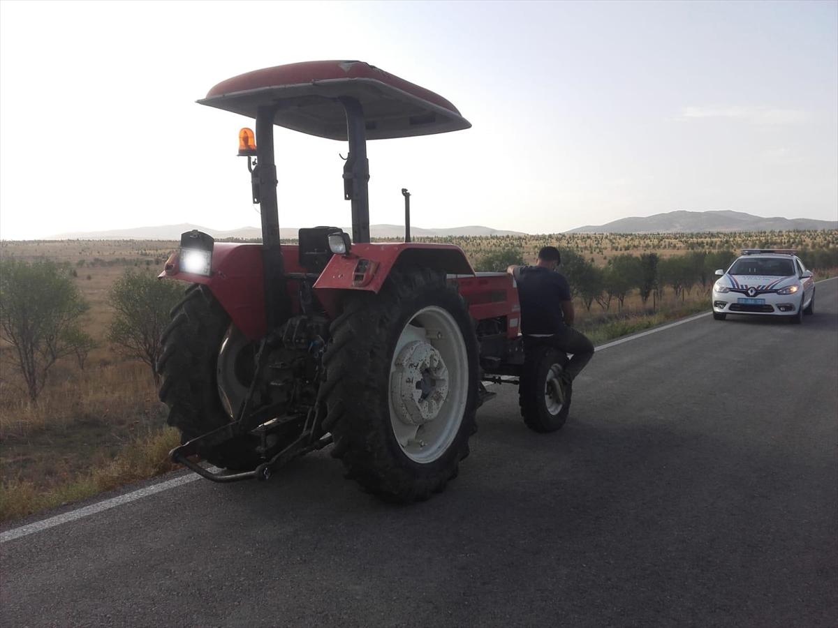 Uygulama noktasında durdurulan traktör sürücüsü karantinayı ihlalden KYK yurduna yerleştirildi