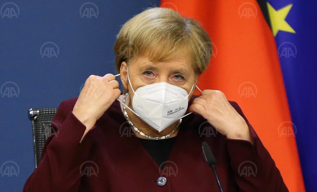 Almanya'da Sokakta Maske Takma Zorunluluğu Getiriliyor
