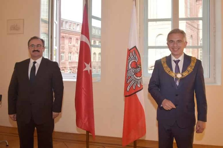 Oberbürgermeister Feldmann empfängt neuen Generalkonsul der türkischen Republik Tunçer