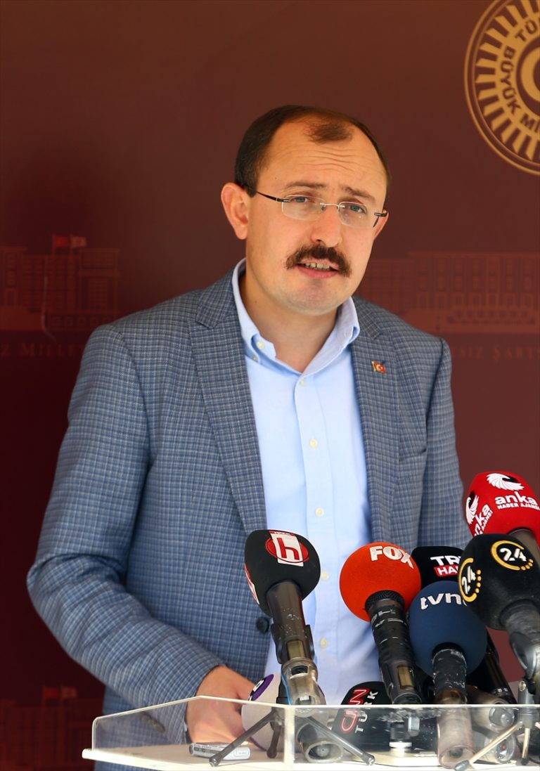 AK Parti Grup Başkanvekili Mehmet Muş, yaklaşık 500 milyar liralık büyüklüğe sahip bir vergi yapılandırması olacağını bildirdi.