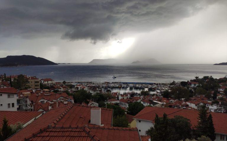 GÜNCELLEME – Antalya'da sağanak ve rüzgar etkili oldu