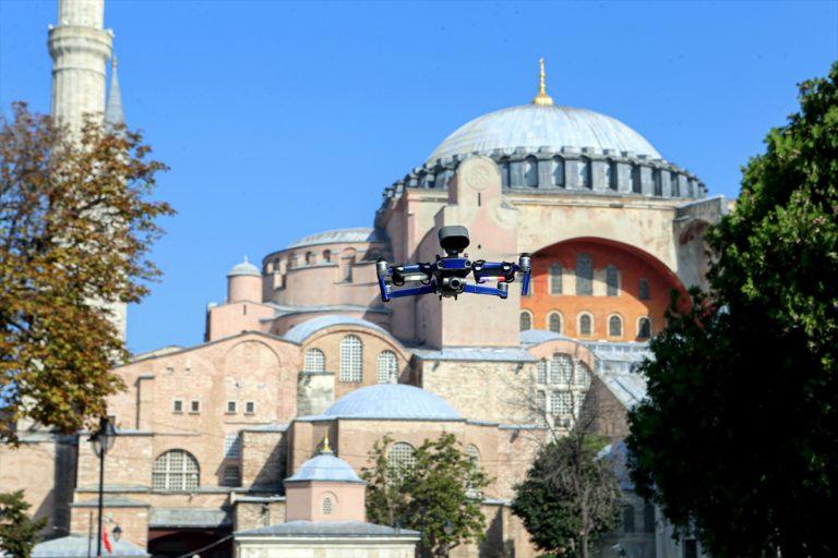 Ayasofya Camisi çevresinde dronelu Kovid-19 denetimi