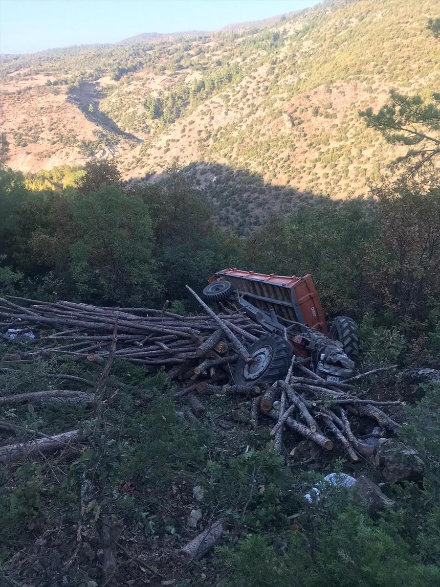 Balıkesir'de traktör şarampole devrildi: 1 ölü, 3 yaralı