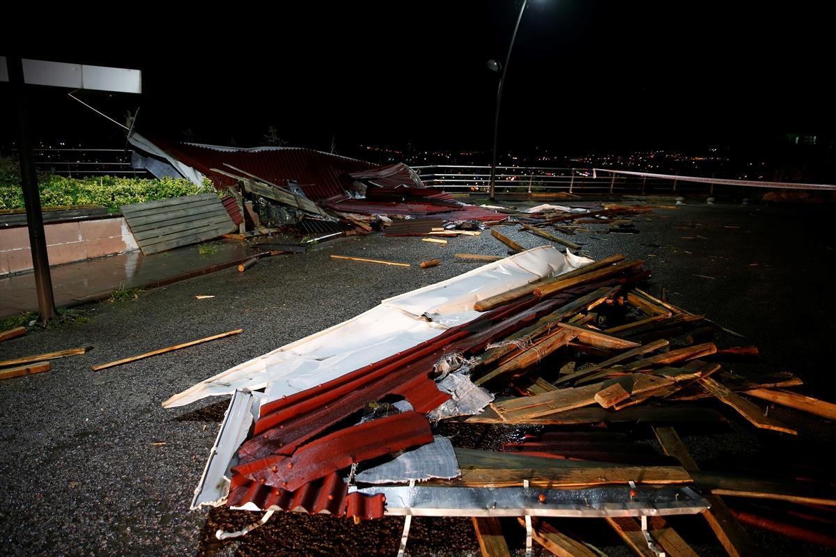Başkentte kuvvetli rüzgar nedeniyle 2 apartmanın çatısı uçtu