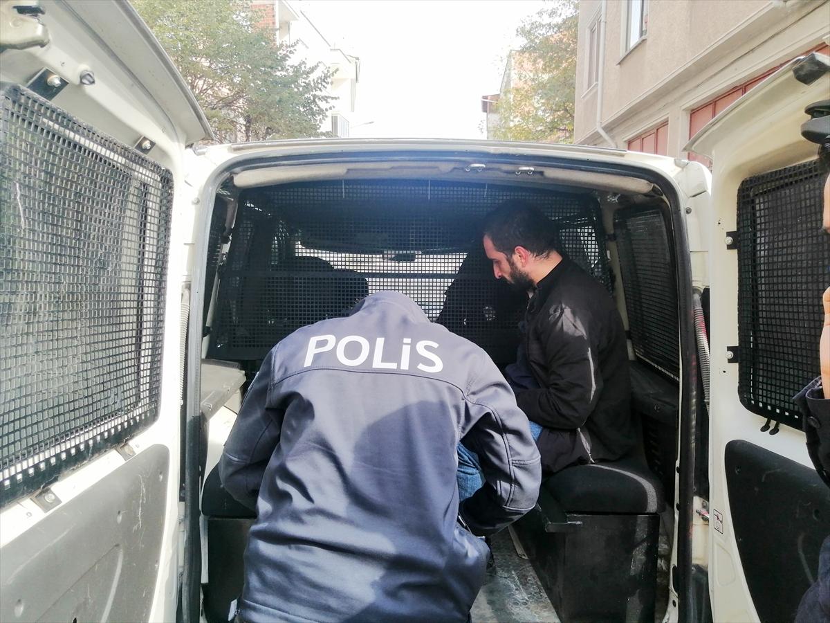 Bursa'da mahalle sakinleri hırsızı yakalayıp polise teslim etti