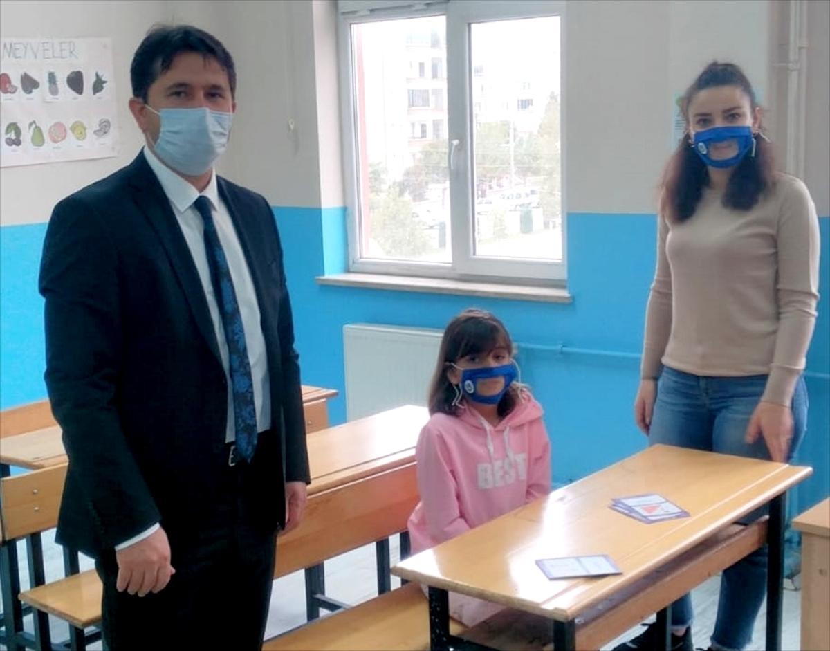 Çankırı Karatekin Üniversitesi'nde üretilen şeffaf maskeler işitme engellilere ulaştırılıyor