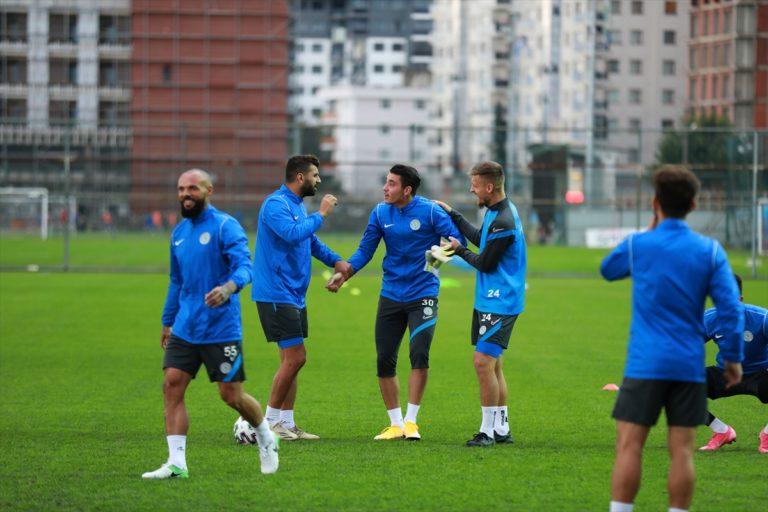 """Çaykur Rizesporlu Loic Remy kariyerindeki ilk """"hat trick"""" mutluluğunu yaşıyor"""