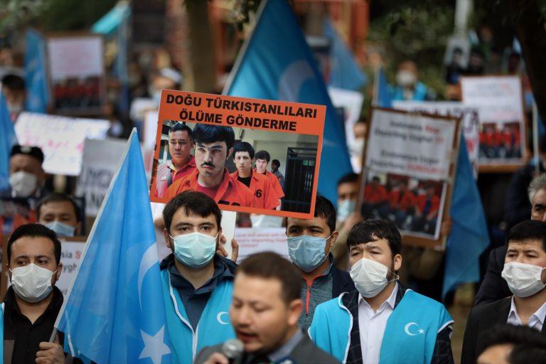 Endonezya'da tutuklu üç Uygur Türkünün Çin'e iade edildiği iddiaları
