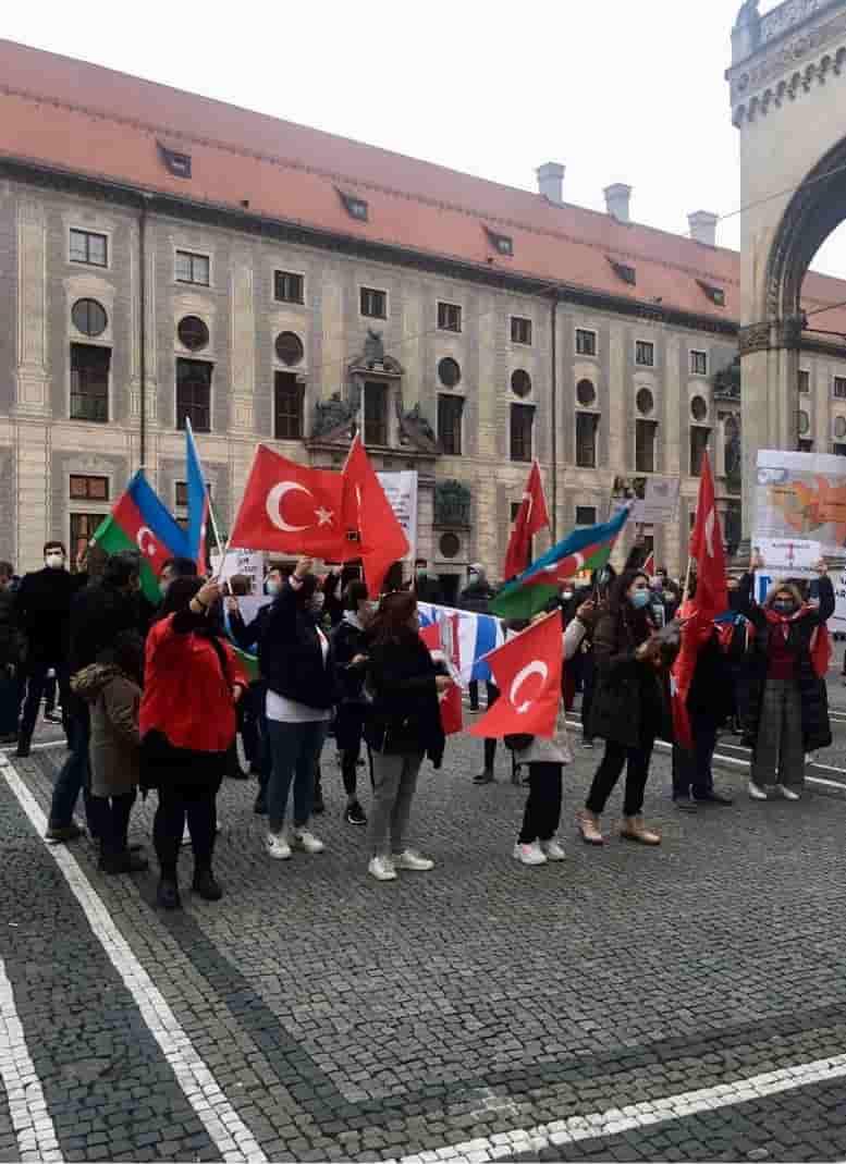 Ermeniler protesto edildi