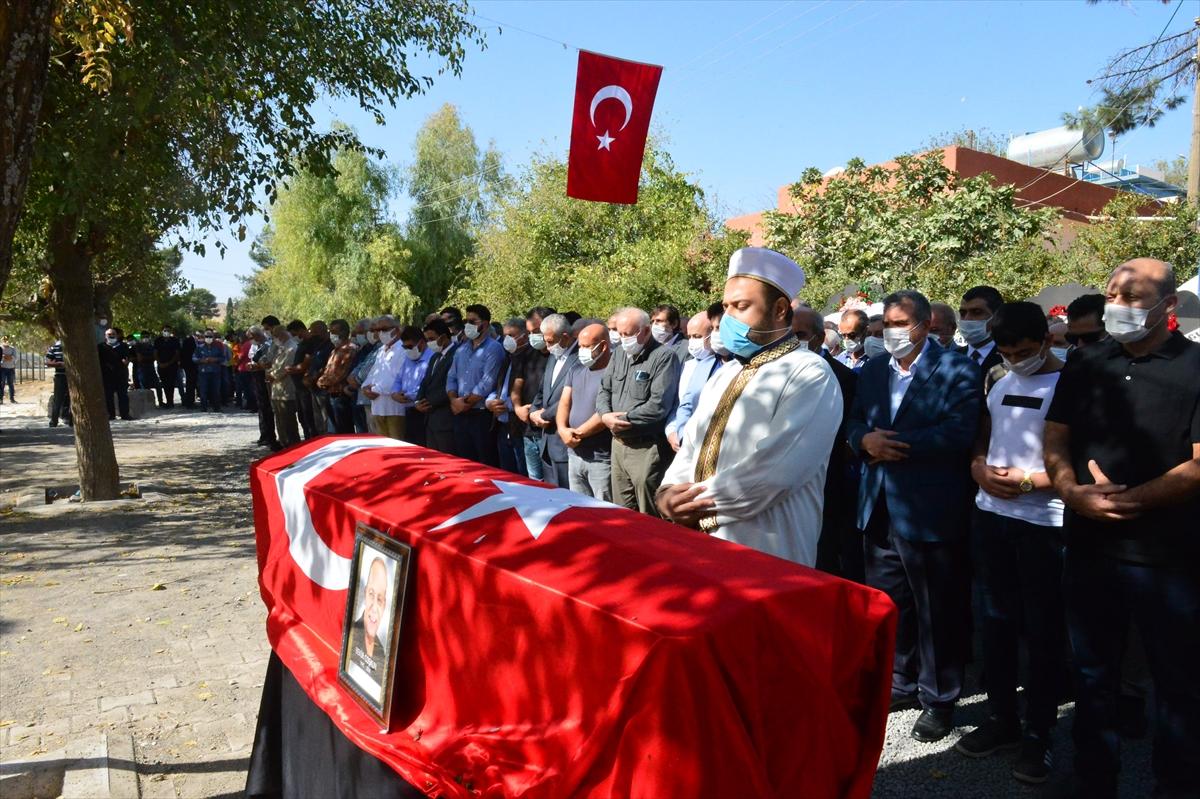 Gazeteci yazar Bekir Coşkun memleketi Şanlıurfa'da son yolculuğuna uğurlandı