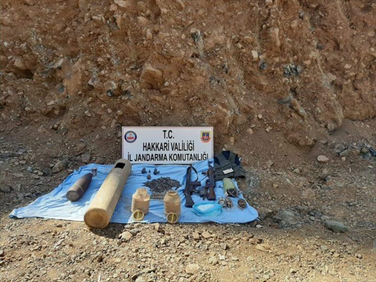 Hakkari'de PKK'lı teröristlere ait patlayıcı ve mühimmat ele geçirildi