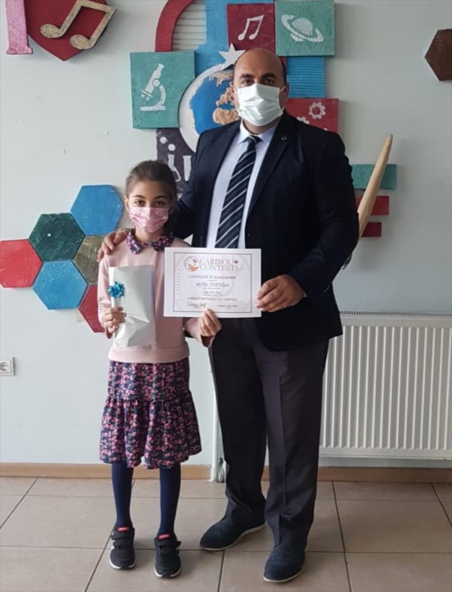 İlkokul öğrencisi Şevval Tevetoğlu matematik yarışmasında dünya birincileri arasında yer aldı