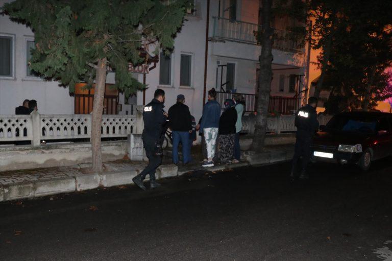 Isparta'da komşusunu gürültü yaptığı için bıçakladığı iddia edilen şüpheli gözaltına alındı