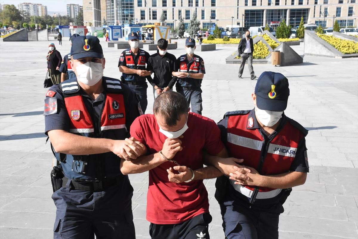 Kayseri'de villalardan hırsızlık yapan 2 zanlı tutuklandı