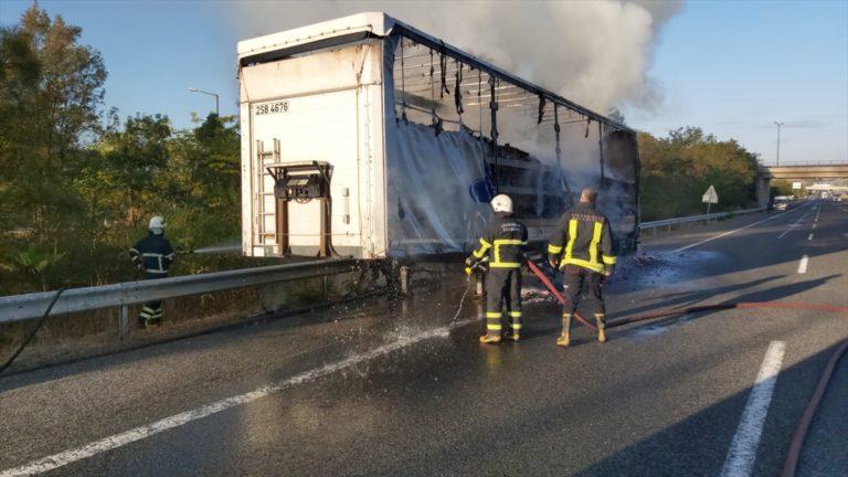 Kırklareli'nde kimyasal madde yüklü tırda çıkan yangın söndürüldü