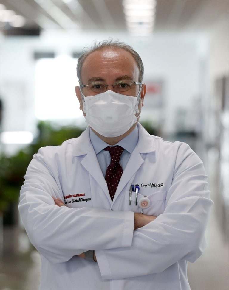 """Kovid-19'u ağır atlatan Prof. Dr. Yaşar'dan """"Herkesin başına gelebilir"""" uyarısı"""