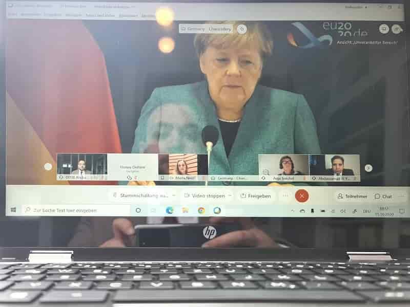 Şansölye Merkel, dijital ortamda dini cemaatlerle bir araya geldi