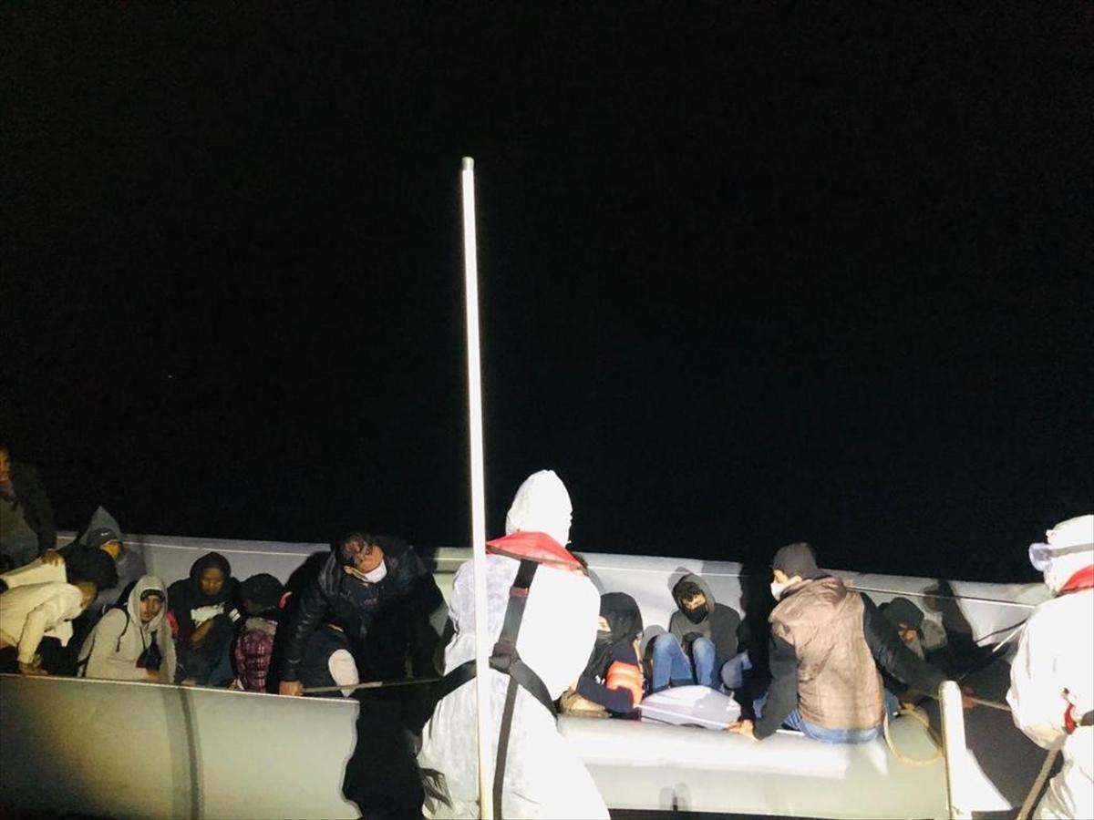 Muğla'da Türk kara sularına geri itilen yabancı uyruklu 18 kişi kurtarıldı
