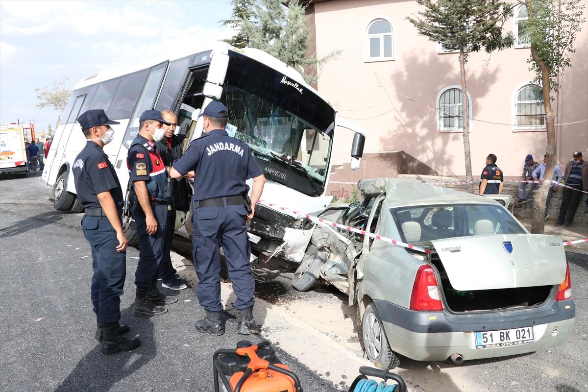 GÜNCELLEME – Niğde'de midibüs ile otomobil çarpıştı: 1 ölü, 1 yaralı