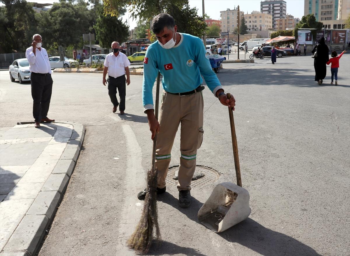 Şanlıurfa'da temizlik işçisi bulduğu 35 bin lirayı sahibine teslim etti