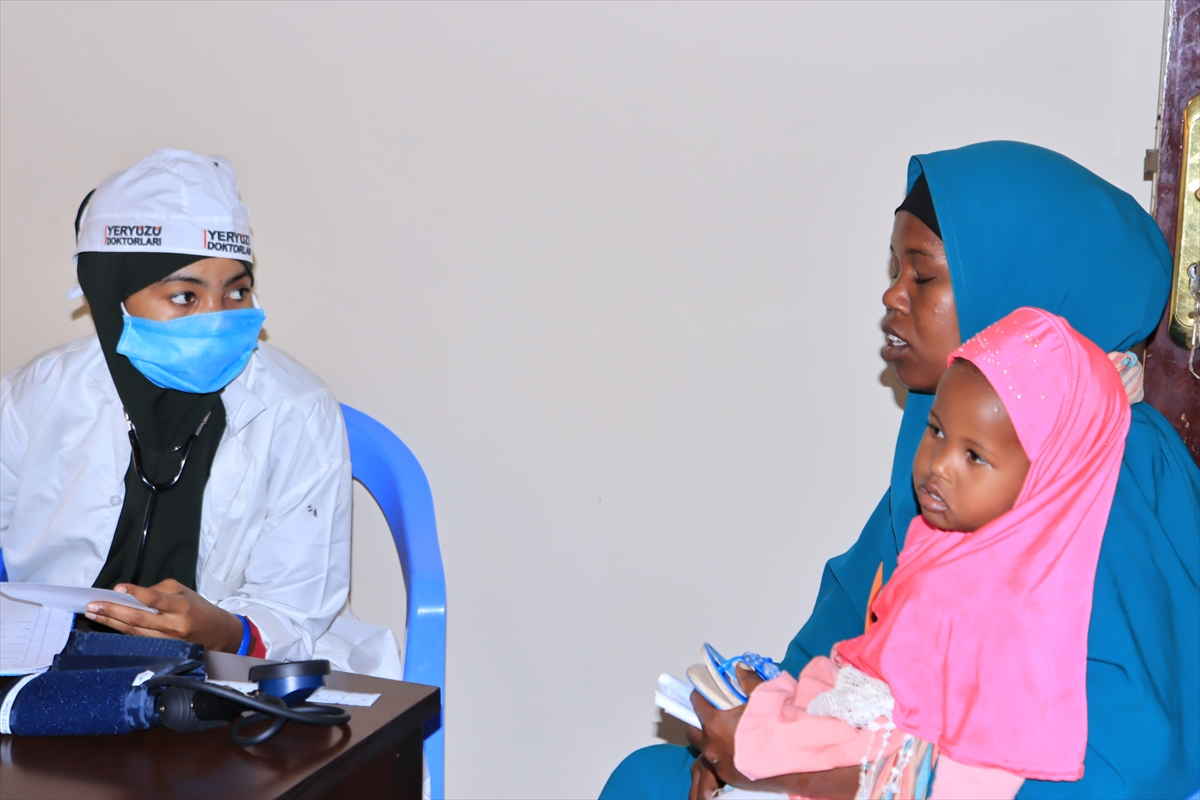 Somali'de Türk doktorların açtığı sağlık merkezinde 17 bin kişi muayene oldu