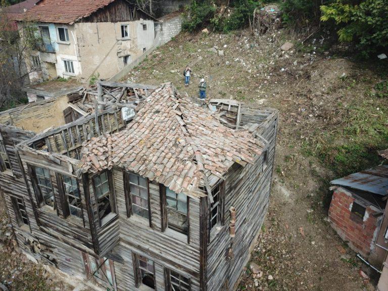 Yeşilçam'ın emektar oyuncusu Hulusi Kentmen'in İzmit'teki evi sanata kazandırılacak
