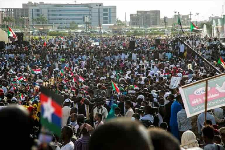 Silahlı hareketlerin liderleri barış anlaşması kutlamaları için Sudan'a ulaştı