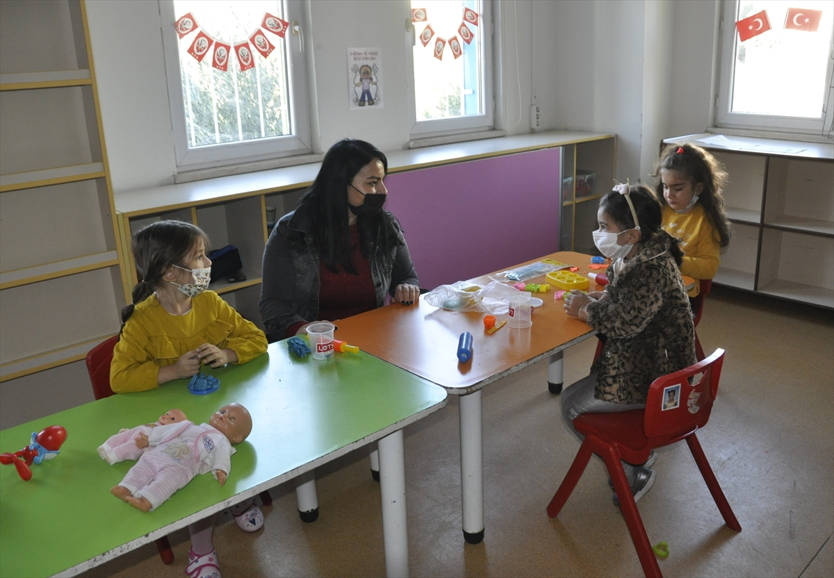 Adana'da şehit polisin öğretmen eşi 24 Kasım'da unutulmadı