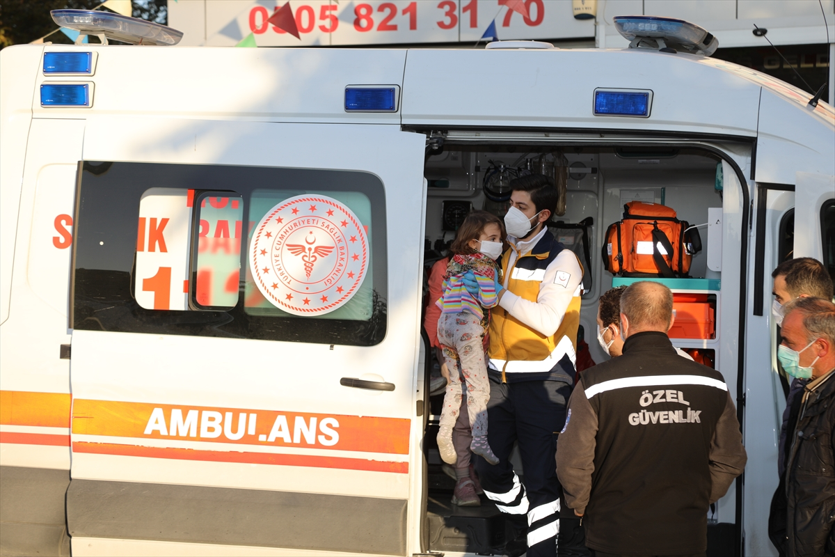 Ankara'da binanın çatı katında çıkan yangında 5 kişi dumandan etkilendi