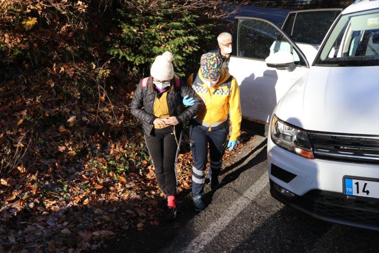 Bolu'da büyükbaş hayvan yüklü kamyonet ile otomobil çarpıştı: 5 yaralı