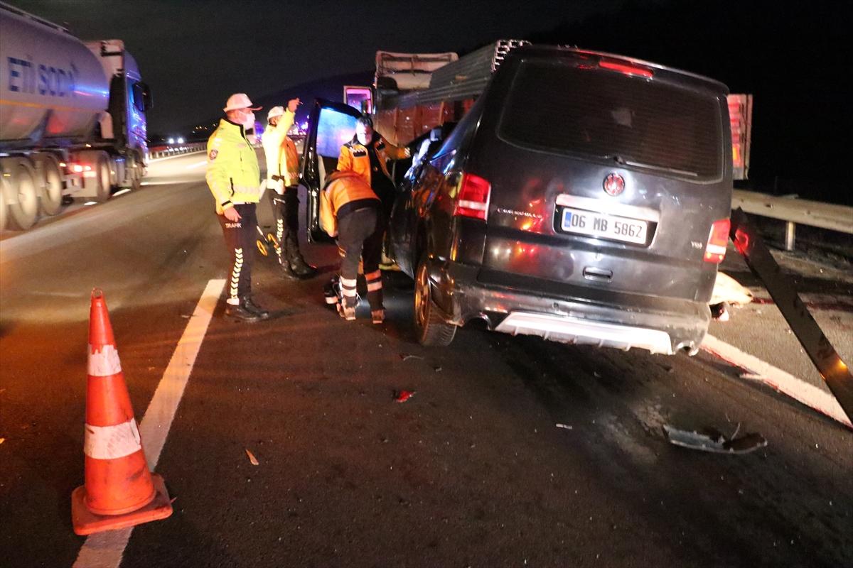 GÜNCELLEME – Bolu'da minibüs tıra çarptı: 2 ölü, 3 yaralı