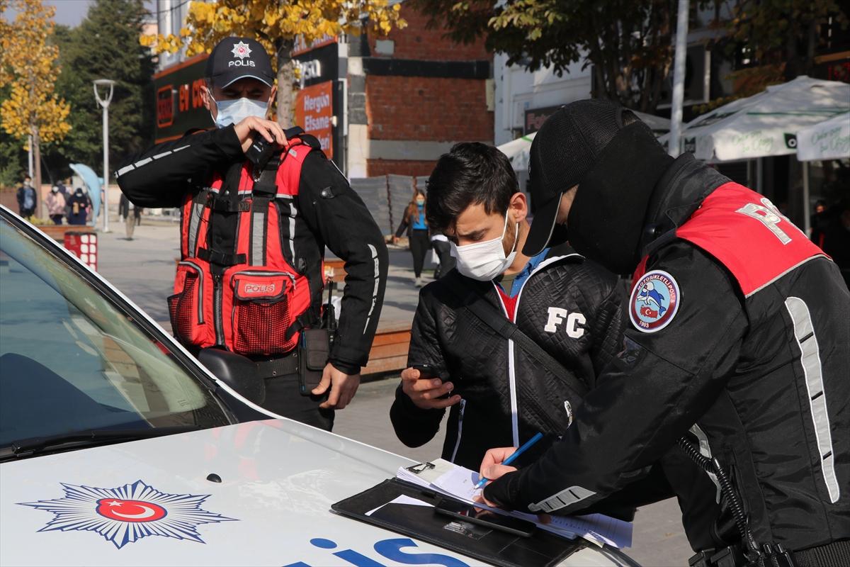 Bolu'da polis ekipleri sigara içen ve maske takmayanlara ceza uyguladı