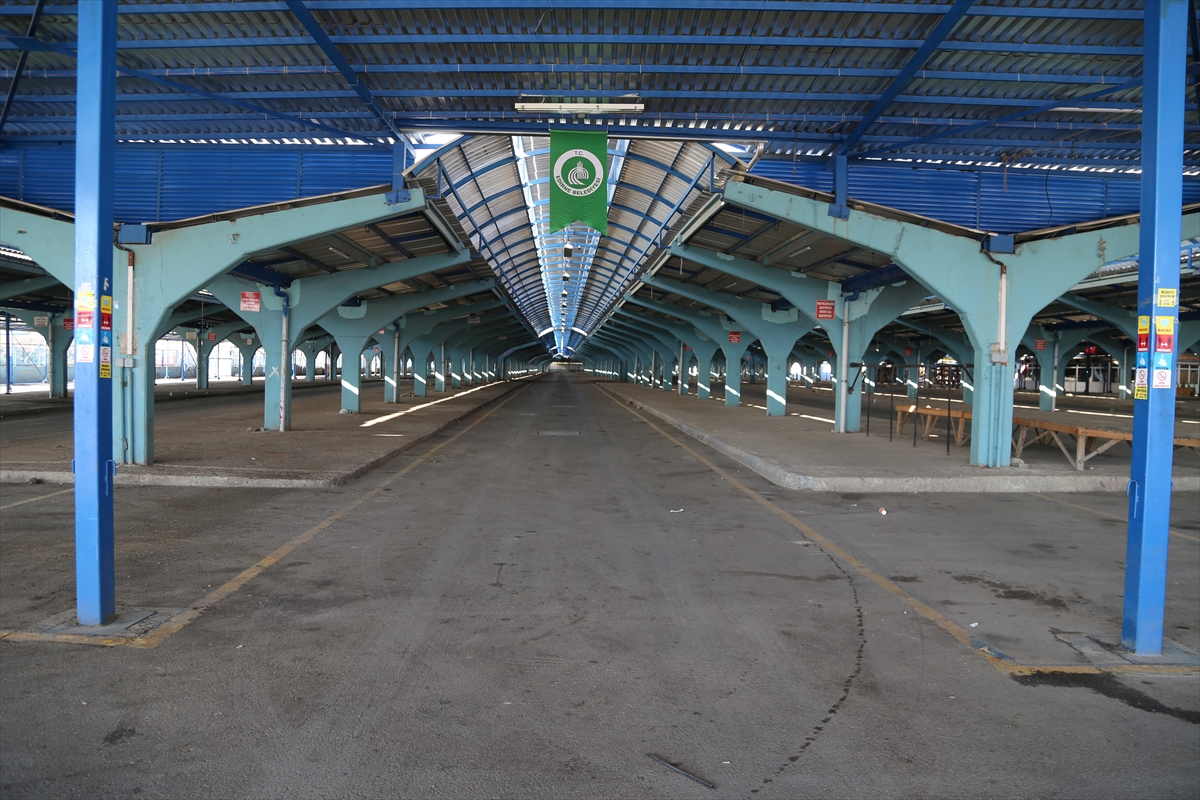 Edirne'de sınır ötesi müşterileri olan pazar Kovid-19 tedbirleri kapsamında kapatıldı