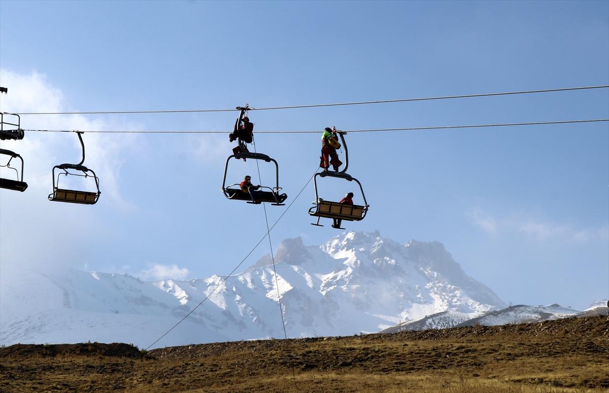 Erciyes'te kayak sezonu öncesi kurtarma tatbikatı yapıldı