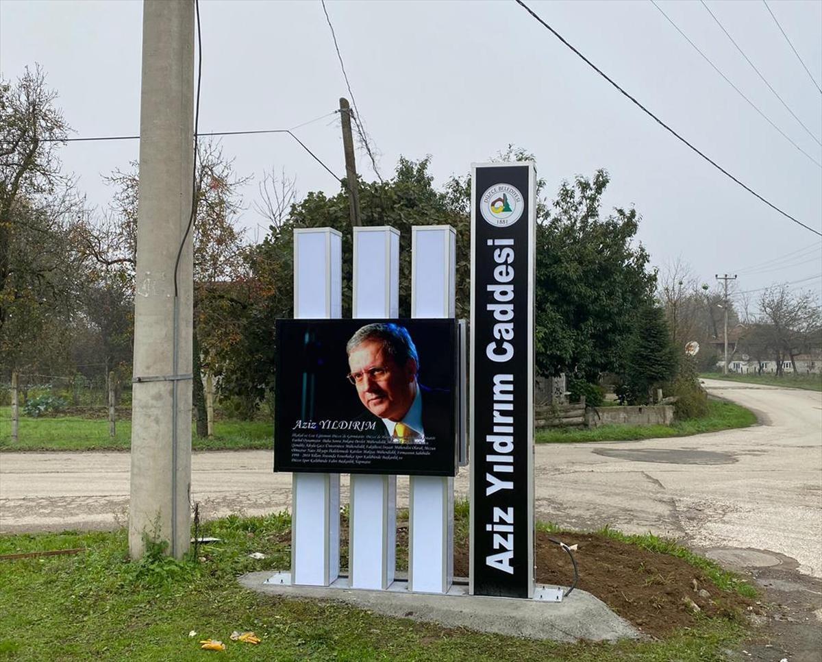 Eski Fenerbahçe Başkanı Aziz Yıldırım'ın Düzce'de adının verildiği caddeye tabela asıldı