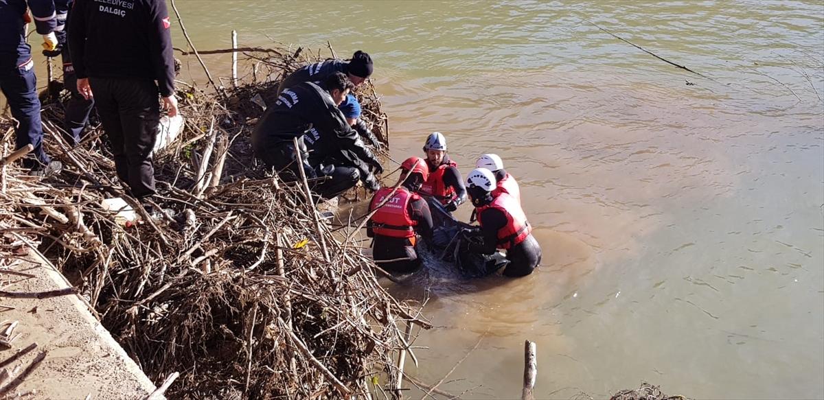 Giresun'da dereye yuvarlanan otomobilin sürücüsünün cesedine ulaşıldı