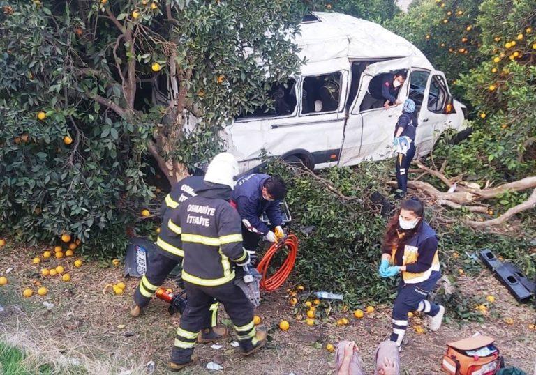 Hatay'da tarım işçilerini taşıyan minibüs devrildi: 9 yaralı