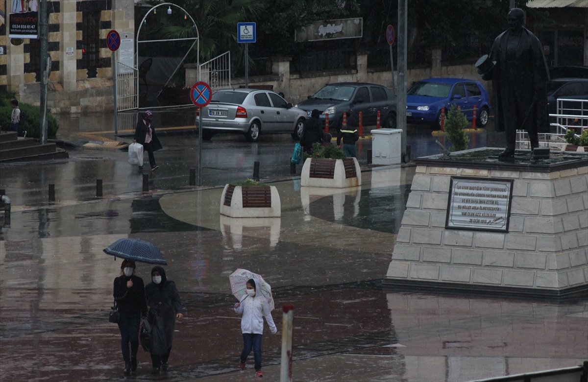 Gaziantep ve Kilis'te sağanak yaşamı olumsuz etkiledi