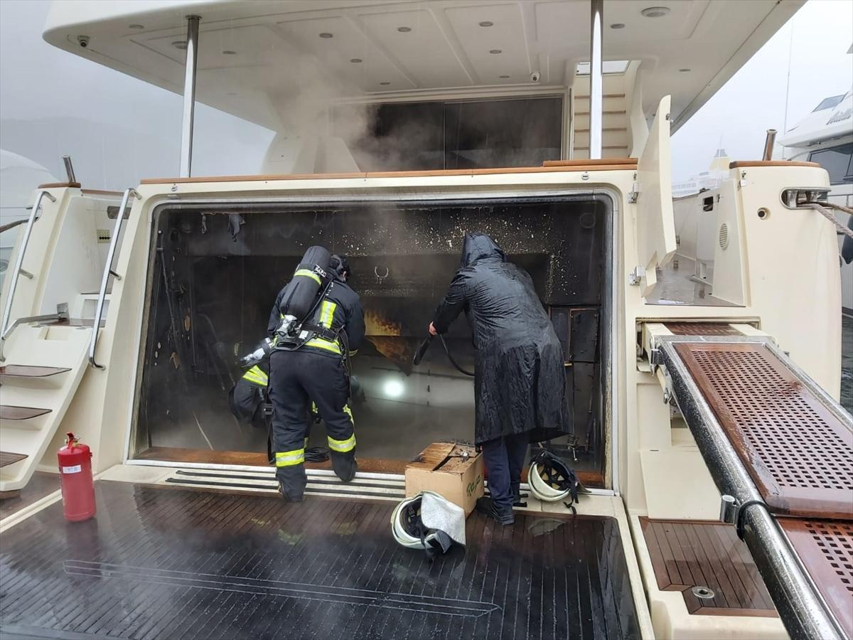 Marmaris'te lüks motoryatta çıkan yangın söndürüldü
