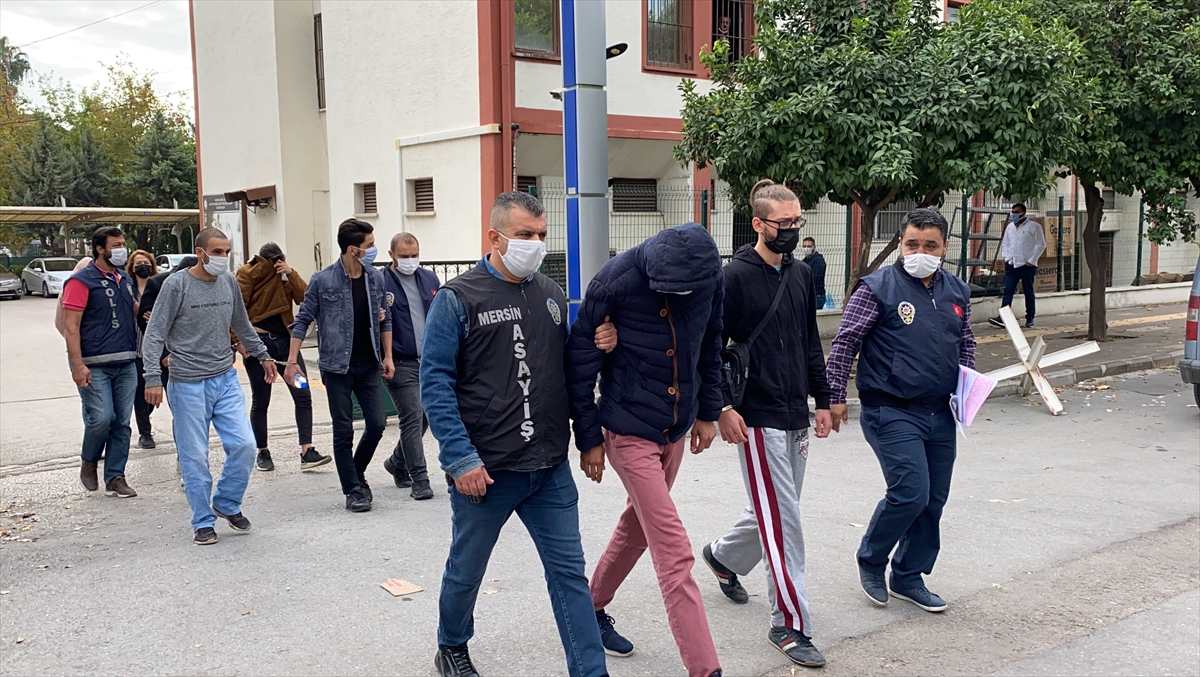 Mersin'de ek iş vaadiyle dolandırıcılık iddiasına 8 gözaltı
