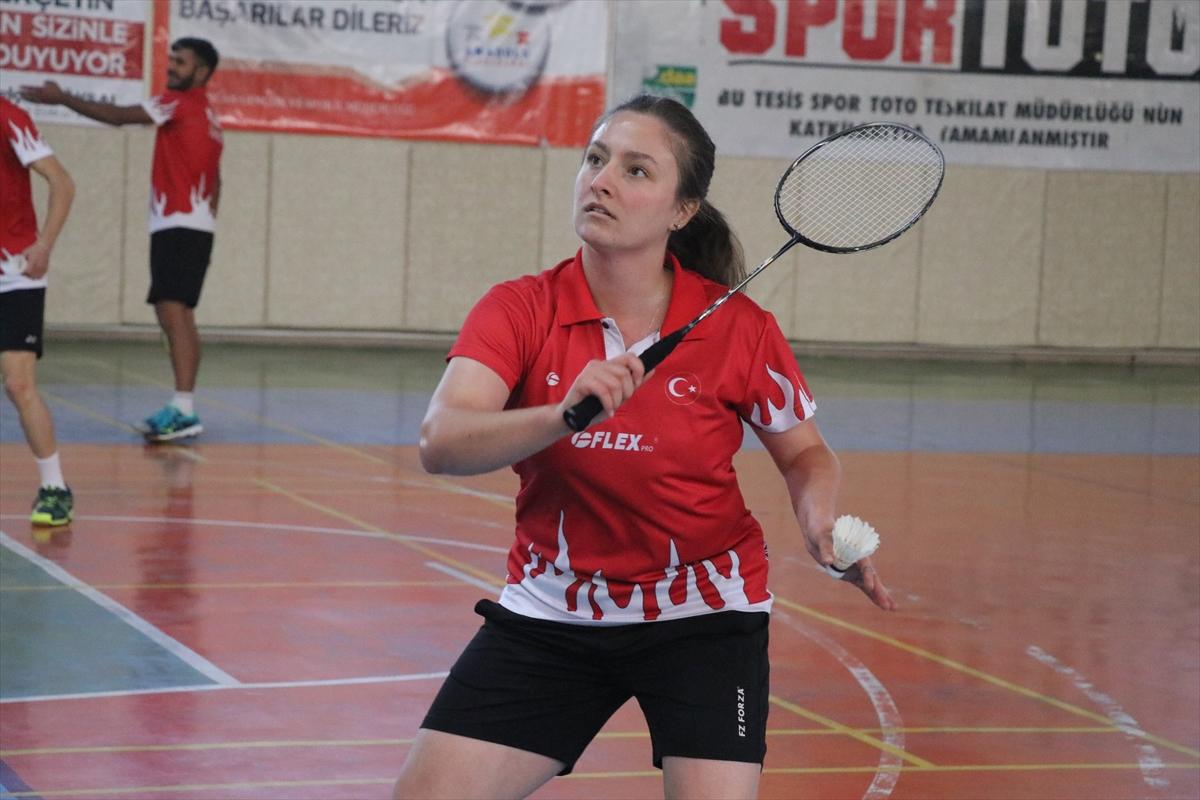 Milli badmintoncu Bengisu, olimpiyat kotası için sıkı çalışıyor