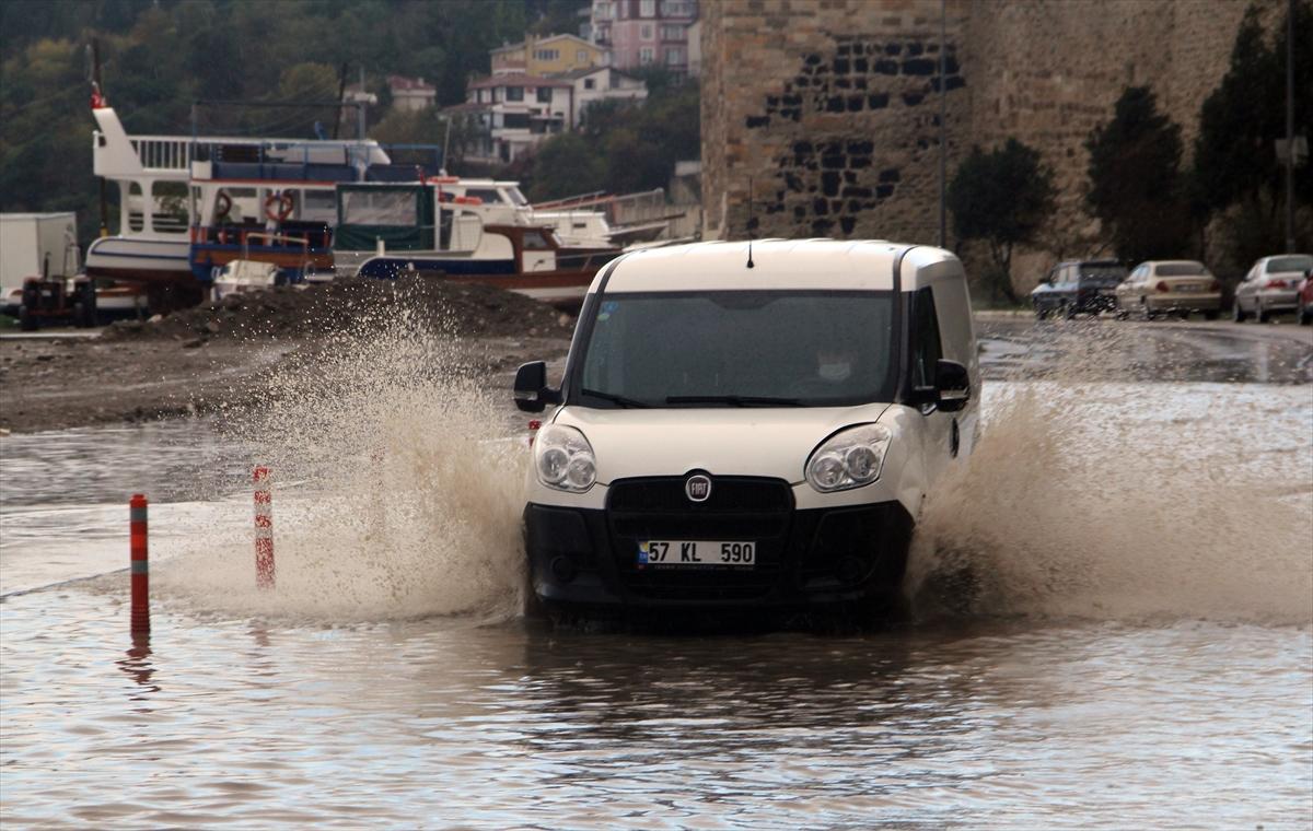 Sinop'ta sağanak ile heyelan su baskınlarına neden oldu