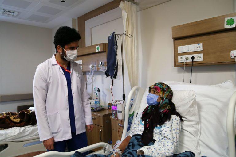 KOVİD-19 HASTALARI YAŞADIKLARINI ANLATIYOR – Ambulans uçakla Samsun'a getirilen Afgan doktor Türkiye'ye minnettar