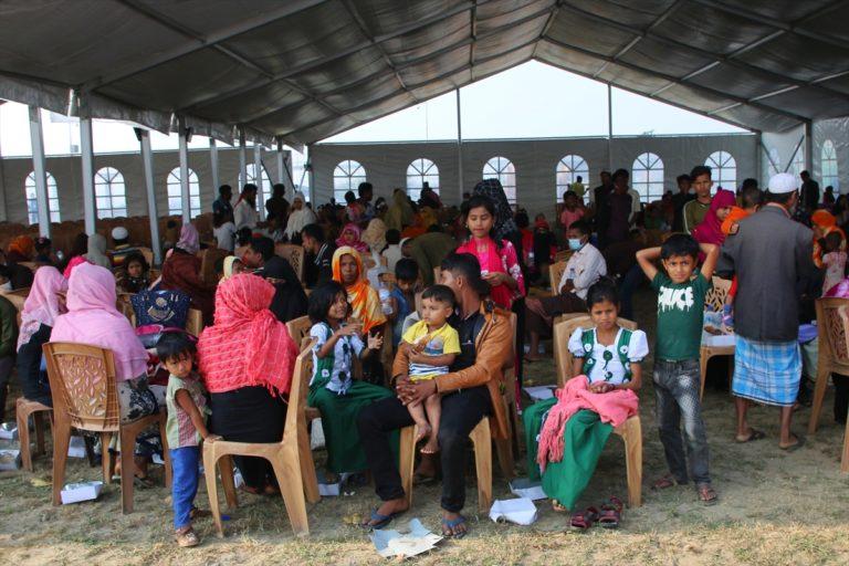 Bangladeş, Arakanlı mültecileri tartışmalı adaya yerleştirmeye başladı