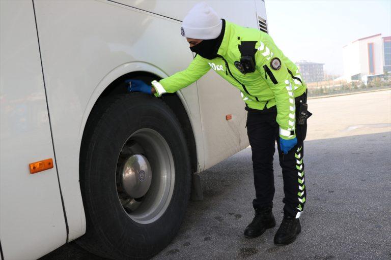 Bolu'da otobüslerde kış lastiği denetimi yapıldı